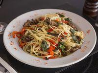 Spaghettis salteados al wok con dados de lomo y verudas