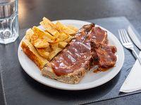 Ribbs de cerdo braseada a la BBQ con papas rústicas + gaseosa línea Pepsi 500 ml