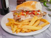 Sándwich de bondiola completo con papas fritas