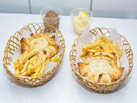 Promo 1- 2 Empanadas de hamburguesas + 2 porciones de papas fritas + Coca-Cola 1.5 L + 2 helados soft en vasitos