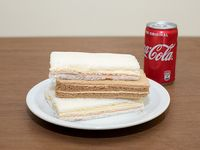 3 sándwiches de miga pan negro o blanco y bebida pequeña