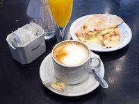 Combo - Café con leche + tostado de jamón y queso + jugo de naranja