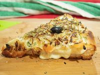 Pizza fugazzeta rellena (porción)
