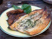 Pacu Filet de Pacú a la provenzal con kabutia asado