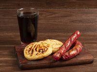 Chorizos Santarrosano con Arepa Rellena de Queso