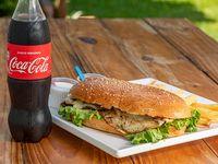 Combo 2 - Sándwich de lomito simple + papas fritas caseras + gaseosa Coca-Cola 500 ml