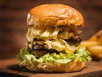 La bastarda burger con guarnición