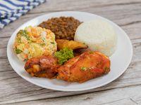 Pollo asado con arroz, minestra, tajadas y ensalada del día. + Postre
