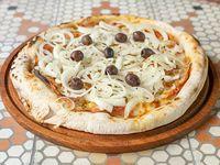 Pizza con muzzarella y cebolla