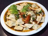 Menú - Ravioles de verdura con ragu de pollo