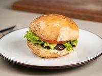 Hamburguesa vegetal al pan de salvado casero