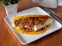 Cachapa de carne mechada con queso telita