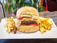 Combo - Ovo burger con papas fritas rústicas