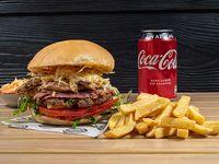 Combo - Hamburguesa doble suprema carne y pollo + papas fritas + bebida en lata o Nestea + ensalada coleslaw