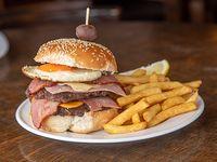 Doble hamburguesa Atahualpa con papas fritas