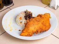 Pollo apanado + acompañamiento + ensalada mixta