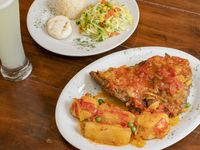 Sobrebarriga en Salsa Criolla