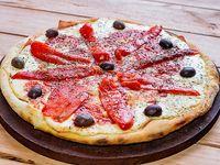 Pizza con morrón asado