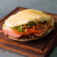 Sándwich de lomito criolla y queso
