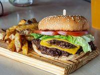 Burger argentina + papas fritas + bebida en lata