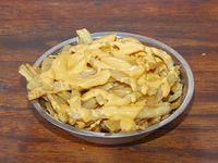 Guarnición de nachos con cheddar