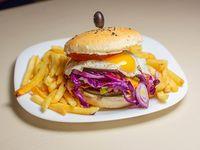 Burger cabrona con papas fritas