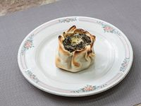 Canastita de verdura, salsa blanca y queso
