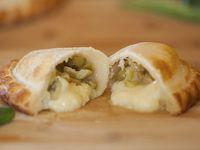 20 - Empanada queso con aceitunas