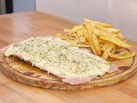 Milanesa parmesana con jamón y papas fritas (para 2 personas)