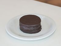 Alfajor sable con cobertura de chocolate