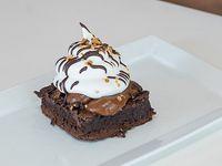 Torta brownie con dulce de leche y merengue