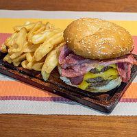 Hamburguesa extreme + papas fritas + gaseosa