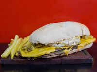 Lomito americano + papas fritas + gaseosa