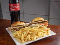 Milanesa en 2 panes con papas fritas + Coca Cola 1 L