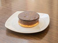 Alfajor sable con cobertura de chocolate