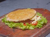 Hamburguesa doble con jamón queso, lechuga, tomate y huevo