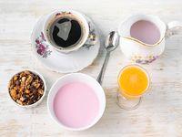 Desayuno o merienda fresquito - Infusión + yogur con cereales y granola