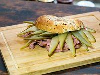 Sándwich pastrón clásico
