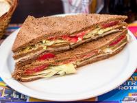 Sándwich especial de ternera