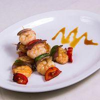 Brochetas de camarón en salsa agridulce (3 unidades)