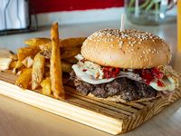 Burger super Tom + papas fritas + bebidas en lata