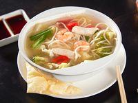 Sopa womin de pollo y camarón