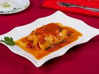 Canelones de carne y espinaca con salsa blanca y pomodoro
