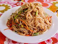 51 - Fideo de arroz con pollo