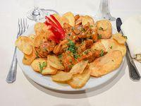Pollo al ajillo con papas españolas