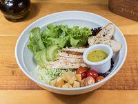 Ensalada de pollo y arroz verde
