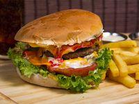 Combo - Tradicional Burger + papas fritas + bebida 350ml