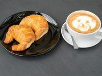2 Medialunas + Latte