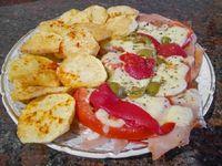 Bondiola de cerdo a la pizza con papas fritas
