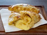 Empanada de queso y cebolla (QC)